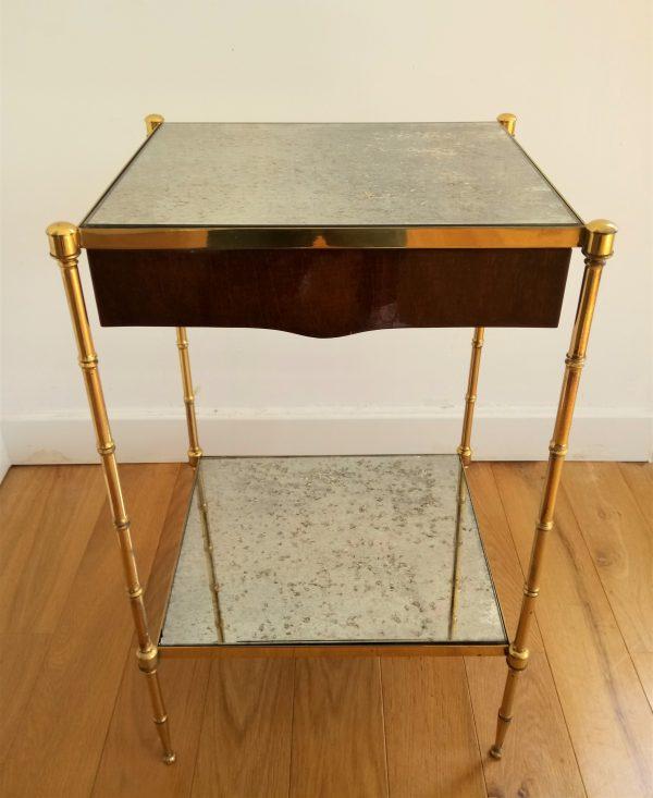 table de chevet en laiton dor et verre glomis dans le. Black Bedroom Furniture Sets. Home Design Ideas
